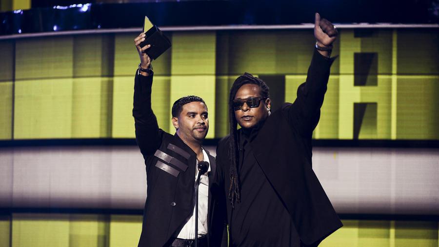 Zion y Lennox en Latin AMAs 2016