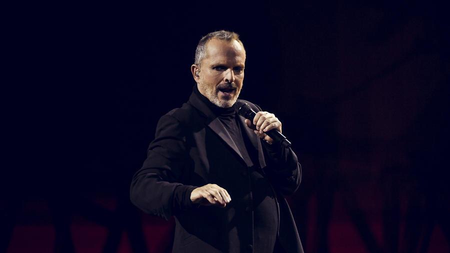 Miguel Bose en Latin AMAs 2016