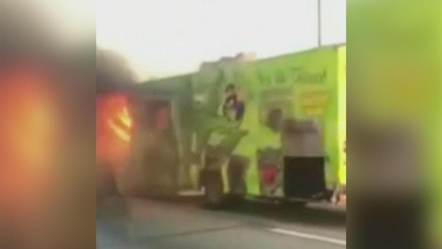 arde autobus con caramelos de marihuana