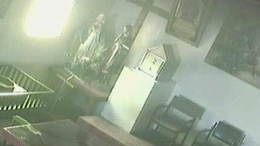 estatuas de santos en iglesia de peru