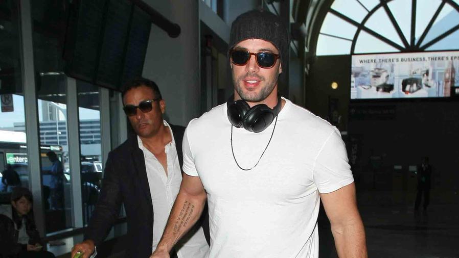 William Levy en el aeropuerto de Los Ángeles