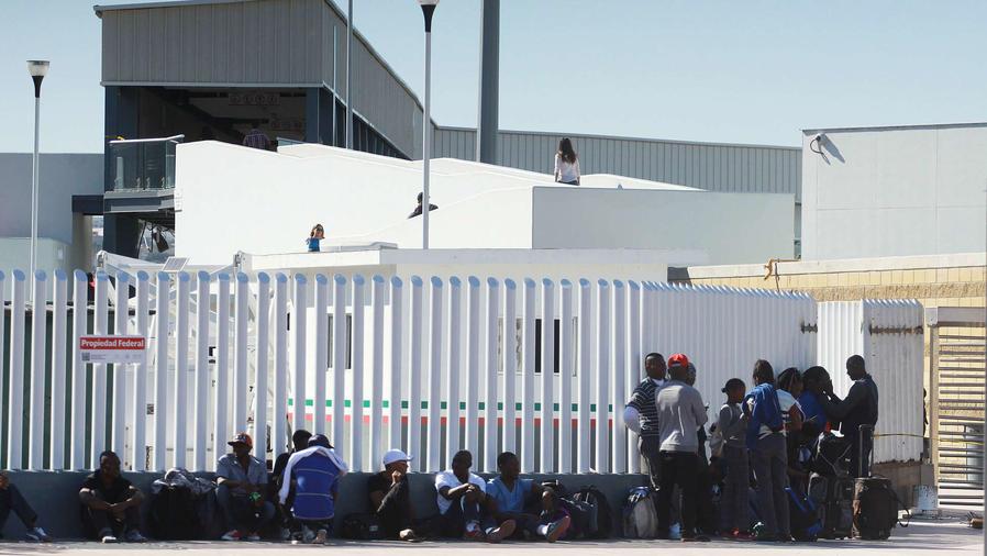 Centroamericanos cruzan frontera