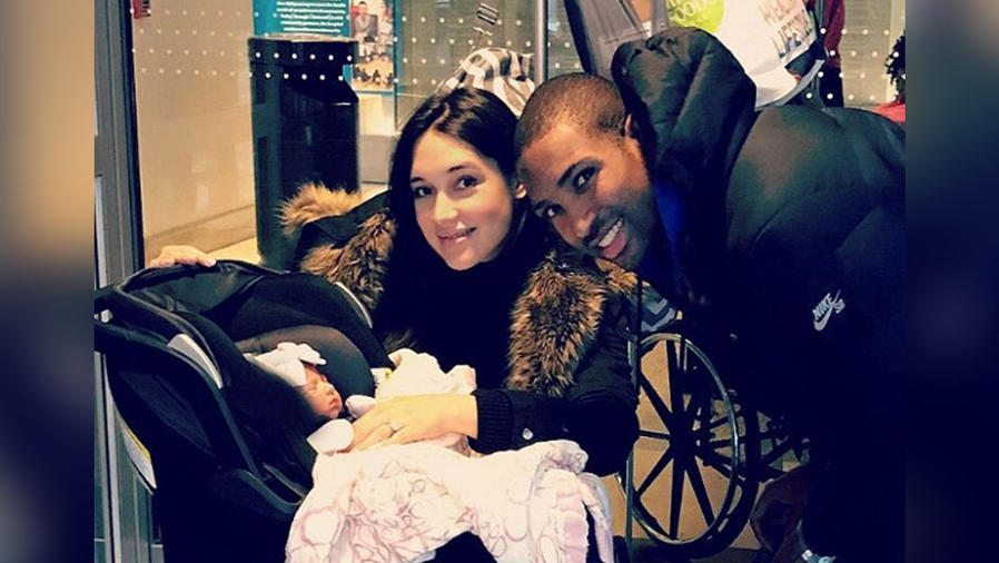 amelia vega con esposo e hija