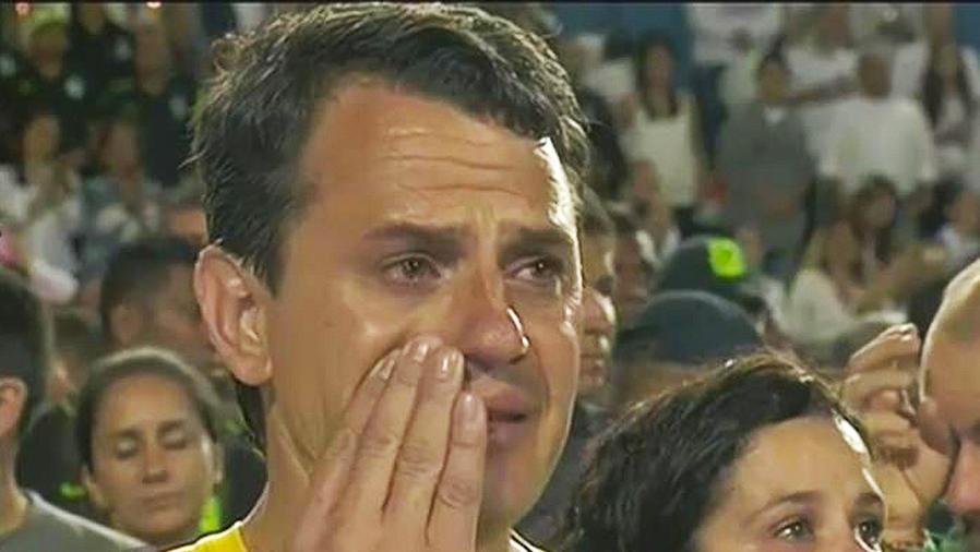 hombre llora
