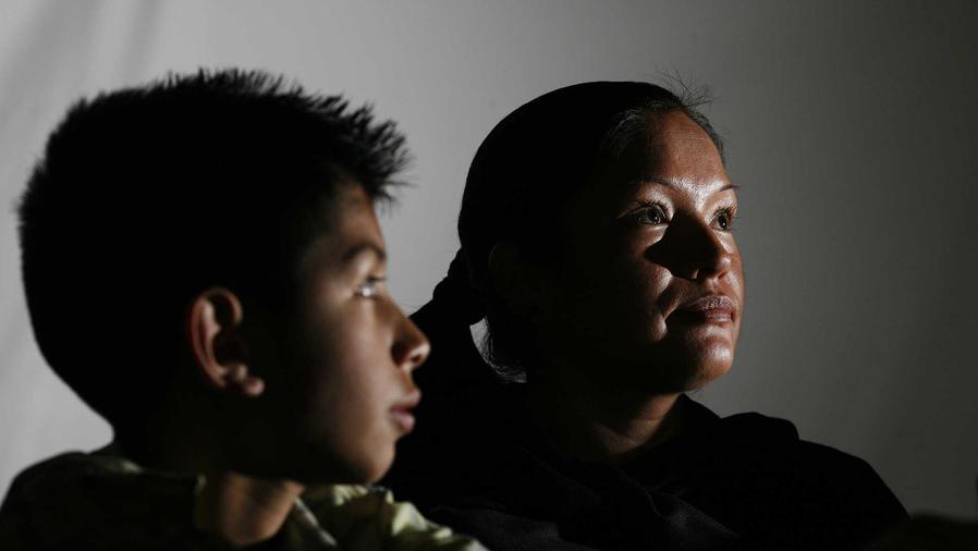 Hijo de indocumentada batallará para evitar deportaciones