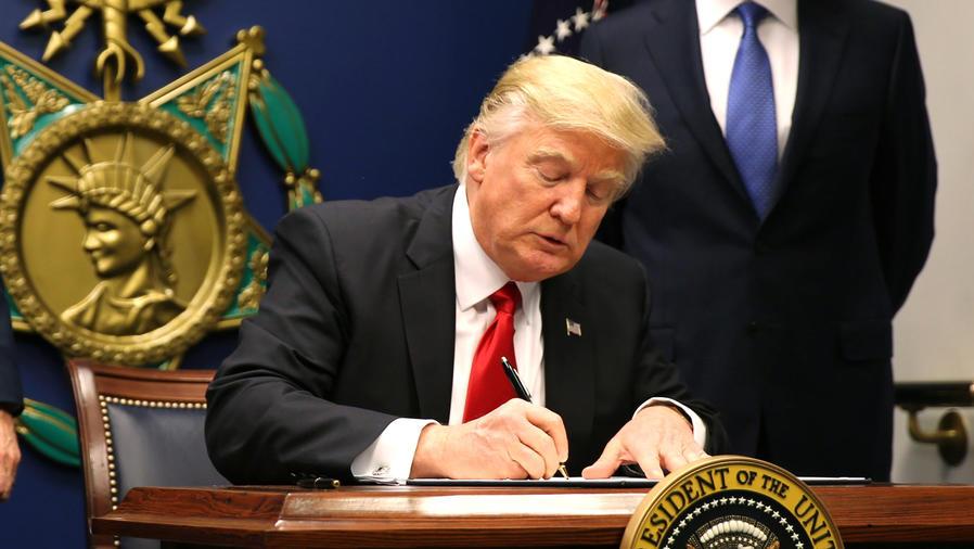 trump firmando