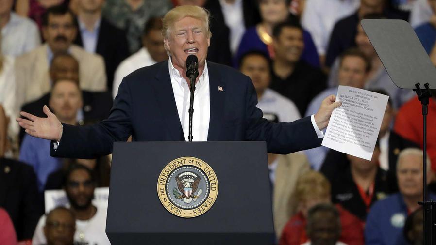El presidente Donald Trump ratifica que construirá el muro