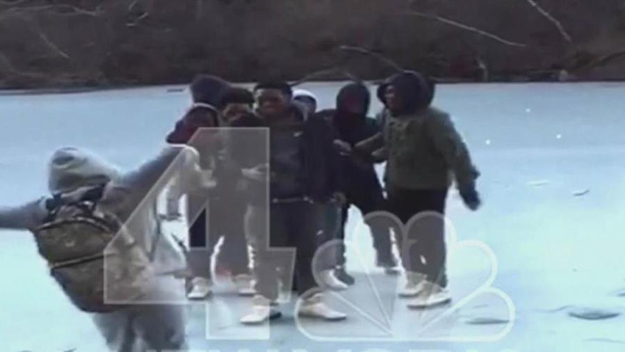 jovenes caen en laguna