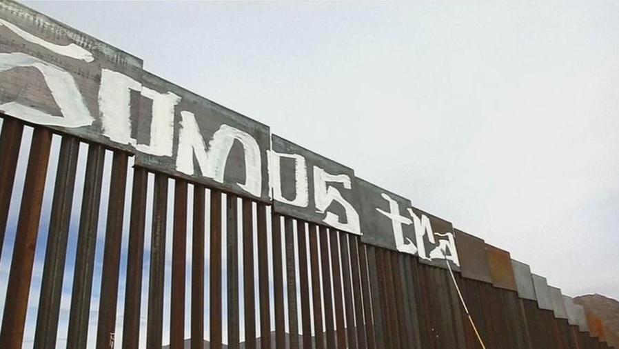 activistas pintan mensaje