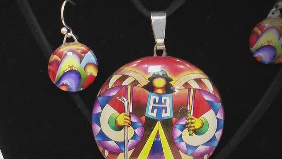 joyas del artista Roberto Mamani Mamani