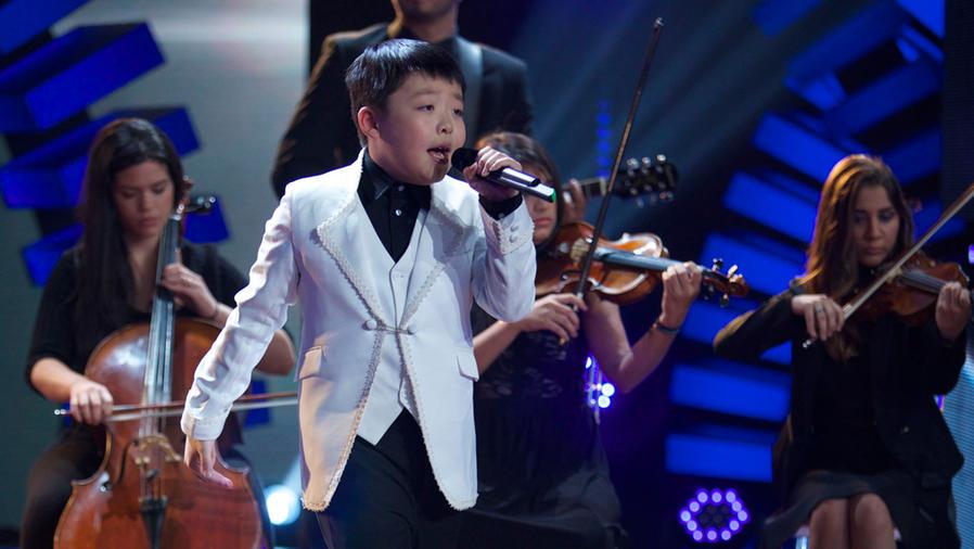 Jeffrey Li cantando en Siempre Niños