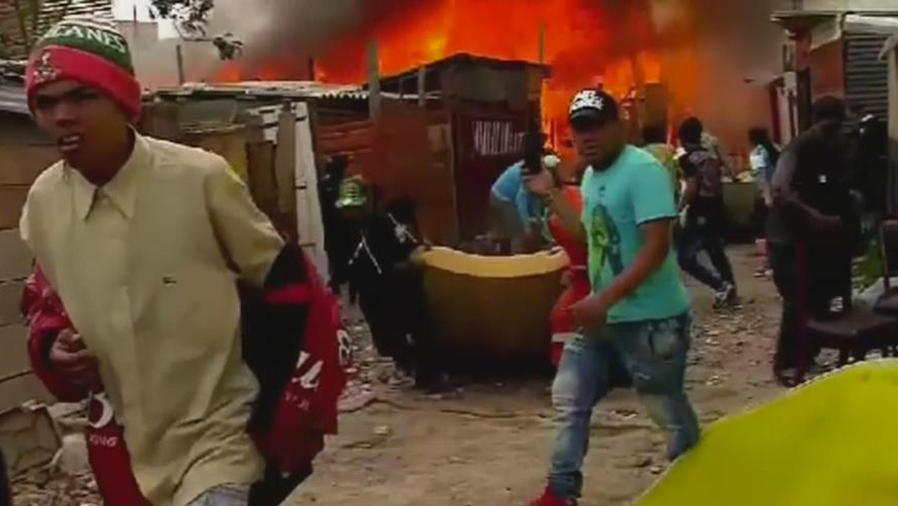 desalojo termina en incendio