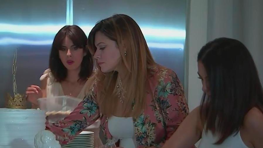 """Angélica Celaya festeja su """"baby-shower"""" rodeada de amigos y compañeros de trabajo"""