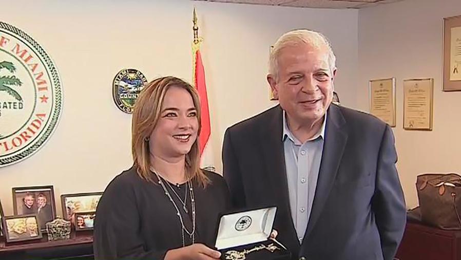 Adamari López recibió las llaves de la ciudad de Miami por su labor de ayuda a Puerto Rico