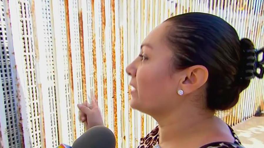 Una pareja se juró amor eterno en tan solo 3 minutos al abrirse la puerta de la frontera