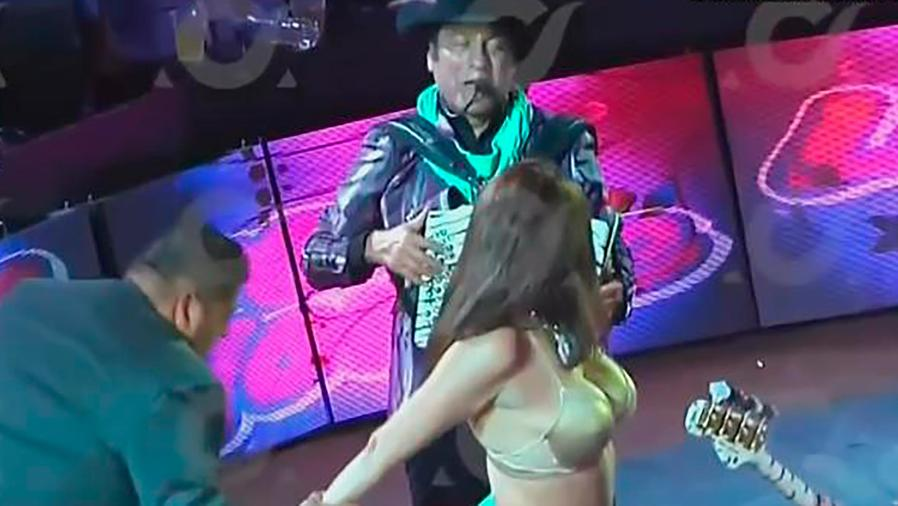 """Jorge Hernández de """"Los Tigres del Norte"""" habla del desnudo de una fan en un concierto"""