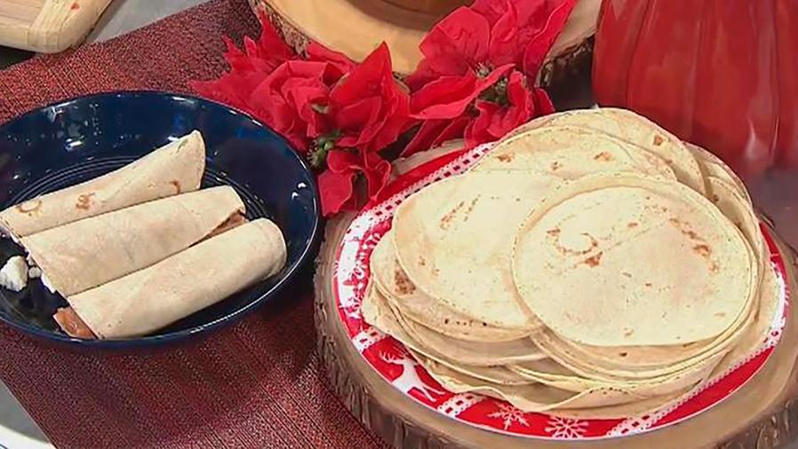 Recetas de cocina: Cómo hacer Tortillas caseras con Queso Fresco y Frijoles Refritos