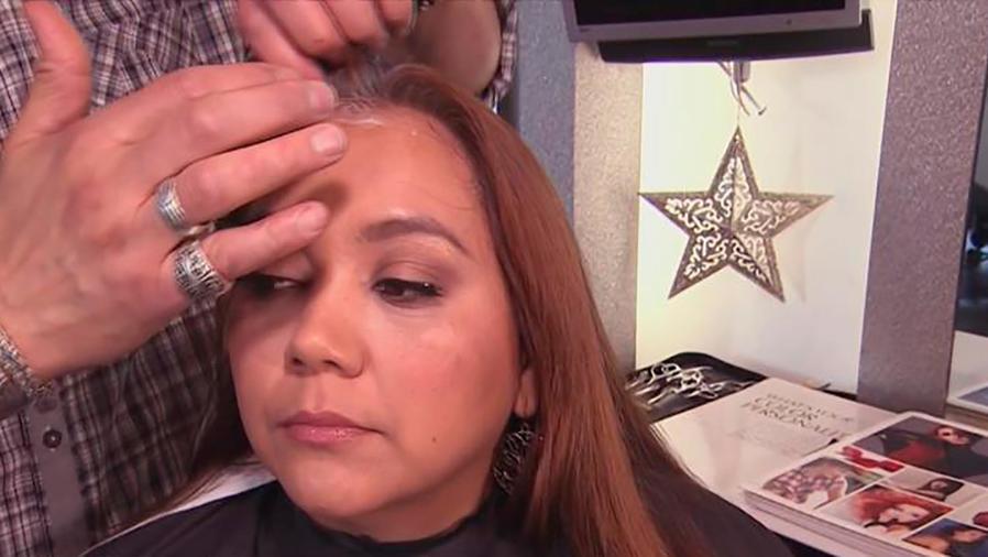 Rocco Donna nos enseña cómo pintar tu cabello en tu casa y lucir cómo si fuese de salón