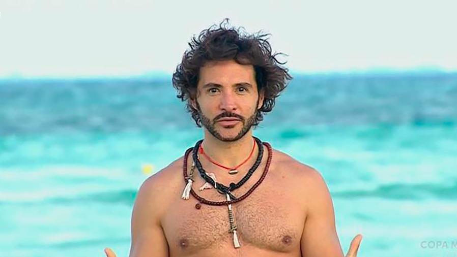 Alejandro Maldonado, instructor de yoga, nos enseña cómo agradecer a nuestro cuerpo