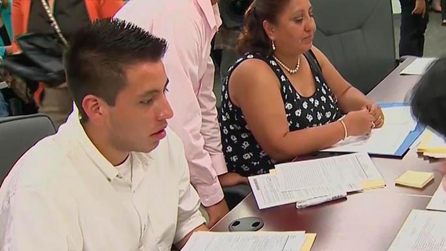 El Servicios de Inmigración reanudó las renovaciones de los permisos de DACA