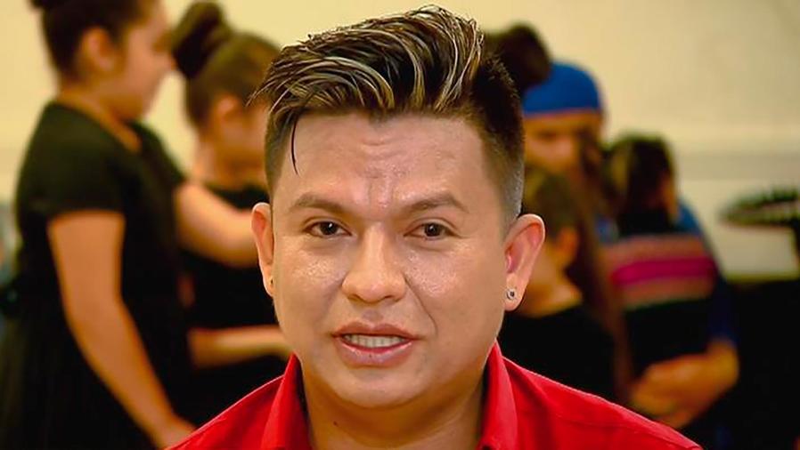 Gary Ferrer es un profesor de danzas que perdió la vista y aún así ayuda a su comunidad