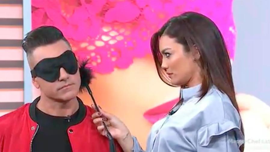 La sexóloga Belkis Carrillo nos explica por qué la intimidad a ciegas es mucho más excitante