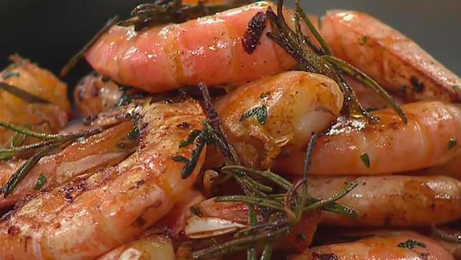 Recetas de cocina: Cómo hacer Camarones Salteados con Romero y Mayonesa Picante
