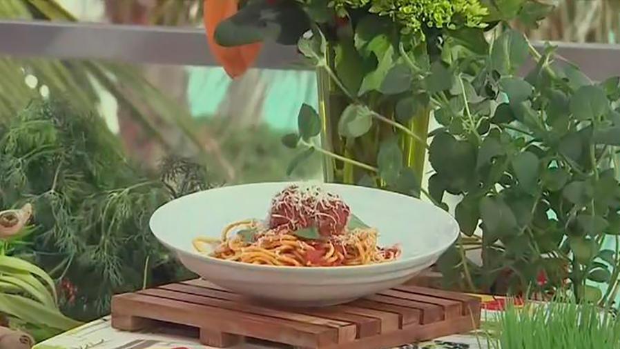 Recetas de cocina: El chef Robert Irvine nos enseña cómo hacer Albóndigas de Berenjena