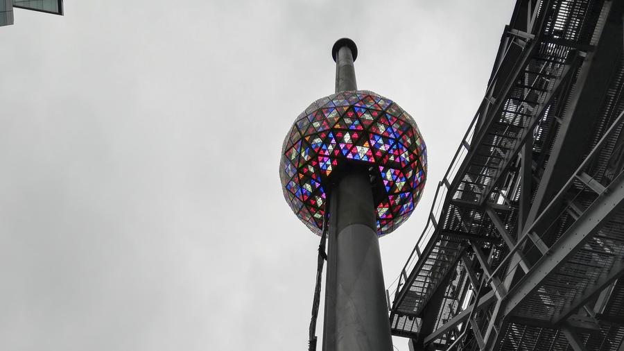 Con el descenso de esta bola gigantesca de luces y colores se marcará la llegada del año nuevo en Times Square, Nueva York.