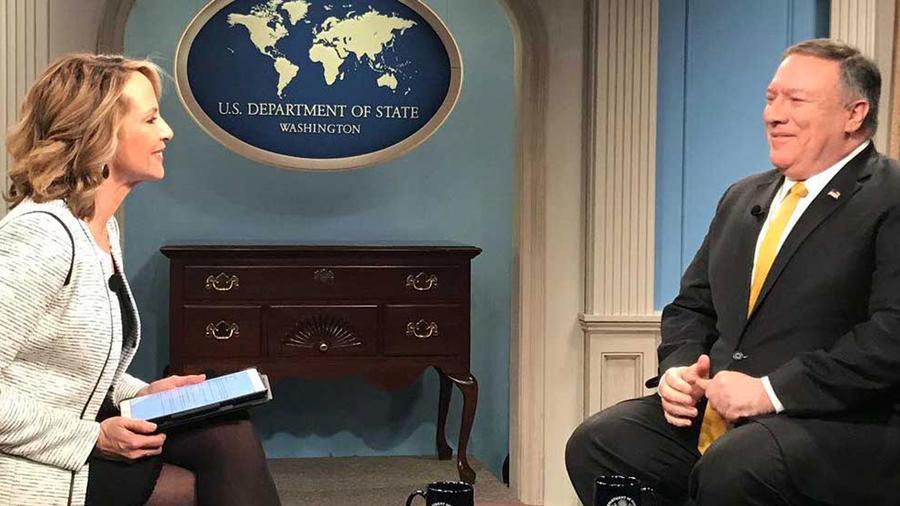 El secretario de Estado de EEUU, Mike Pompeo, en entrevista con la corresponsal de Noticias Telemundo Cristina Londoño el 22 de febrero de 2019
