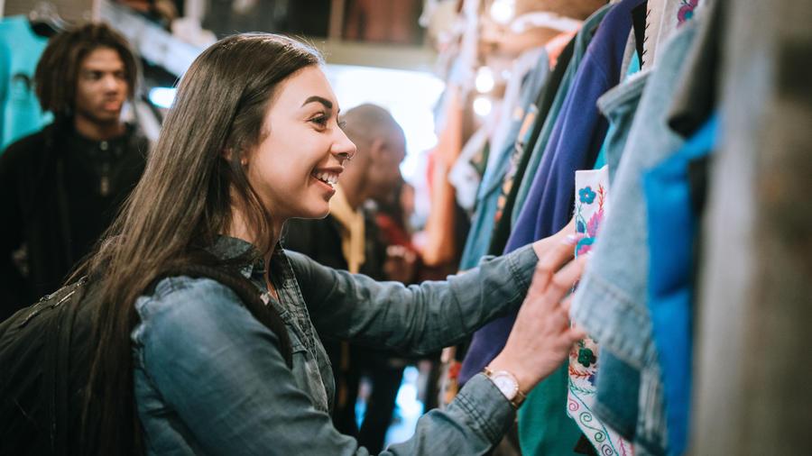 Lo que puedes comprar y evitar en las tiendas de segunda mano