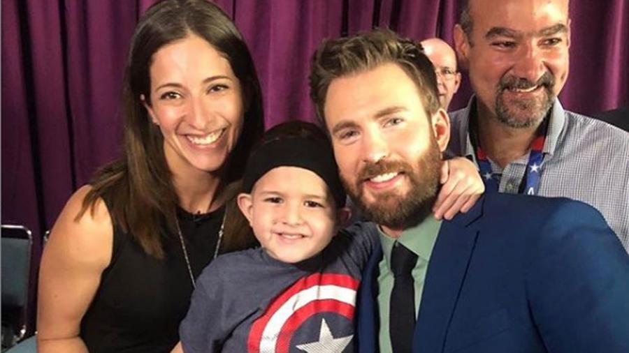 Chris Evans cumple sueño de niño con cáncer