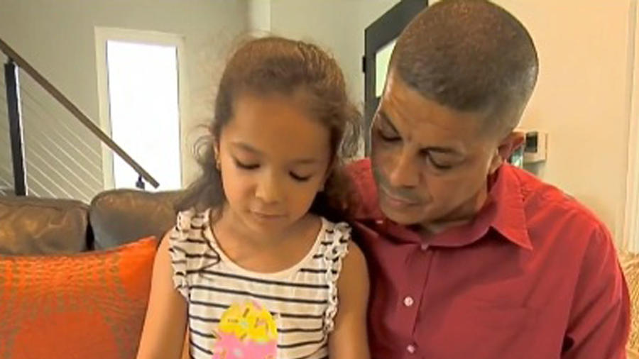 Homenaje a padre soltero de tres niñas