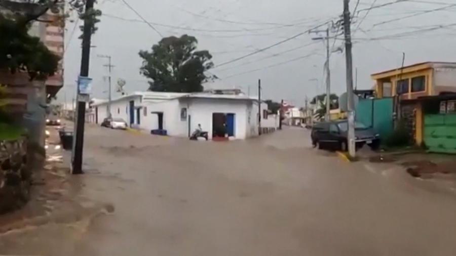 Las calles de Puebla se volvieron un río tras fuertes lluvias.
