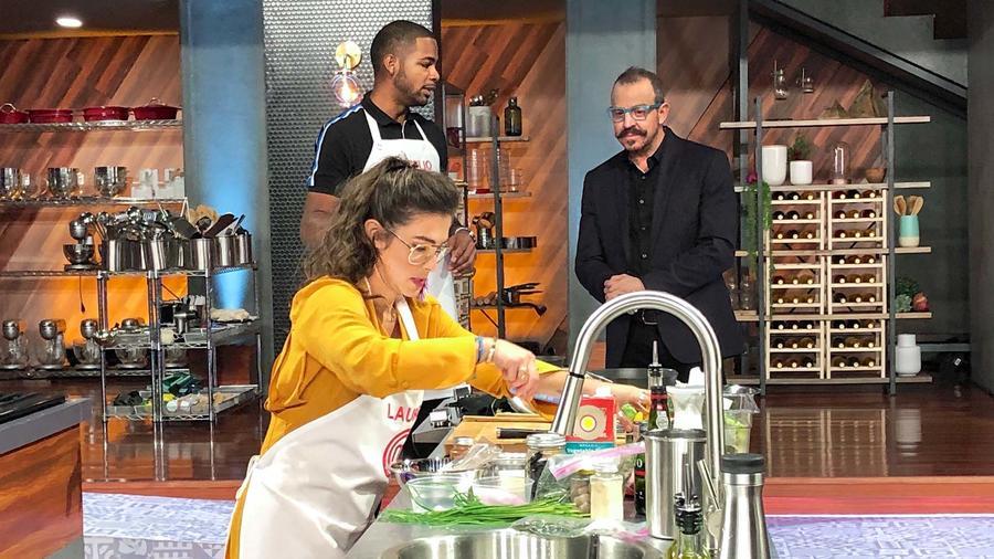 Chef Benito Molina con Lauren Arboleda y Aurelio Rojas en MasterChef Latino 2