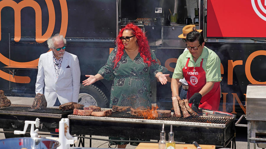 Jueces regañan al equipo rojo por su forma de preparar la carne en el food truck de MasterChef Latino 2