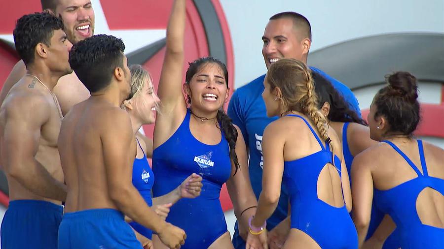 Denisse Novoa y los Contendientes festejan al ganar La Fortaleza