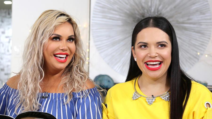 Jacqie Rivera junto a su hermana Chiquis Rievera