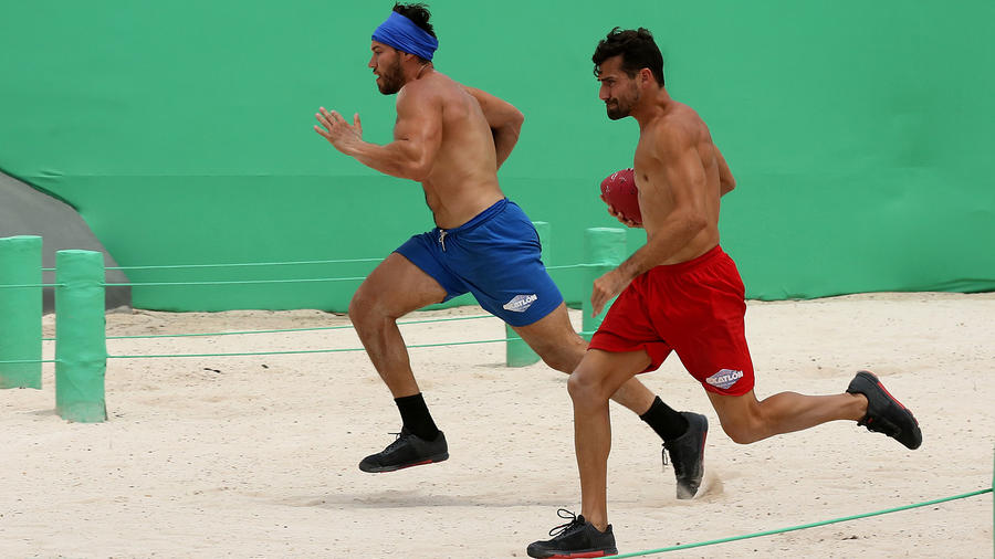 Alexander corre veloz contra Tavo