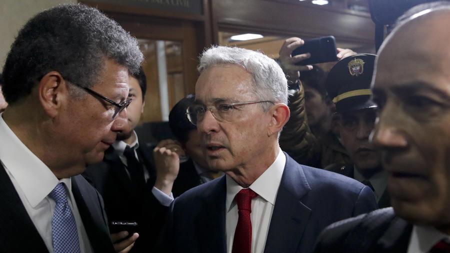 La Corte Suprema investigará al expresidente Álvaro Uribe tras encontrar presunta evidencia de varios delitos