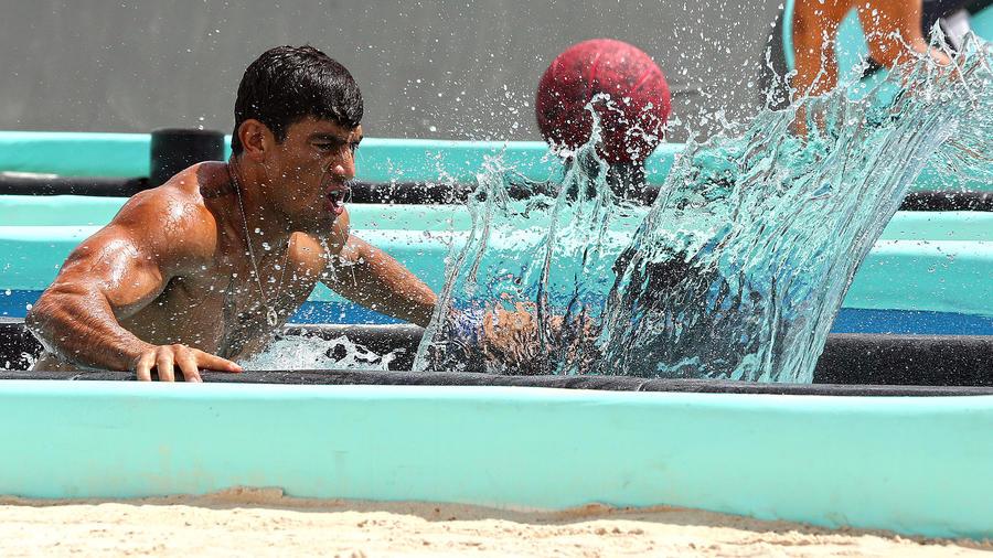Kelvin entra en agua en circuito azul