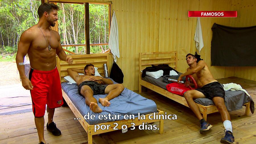 Mack en cama platica con Abe y JC