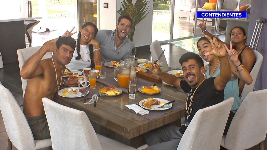 Contendientes se toman una selfie en la Fortaleza