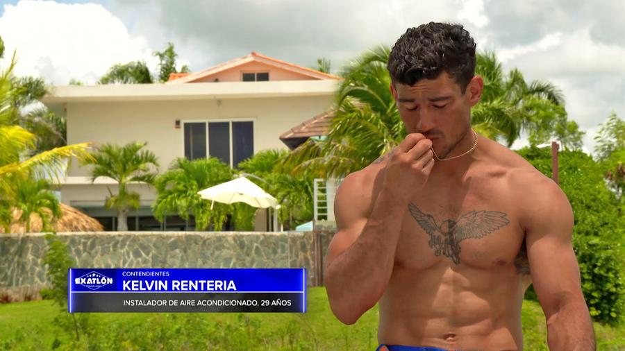 Kelvin besa su alianza matrimonial
