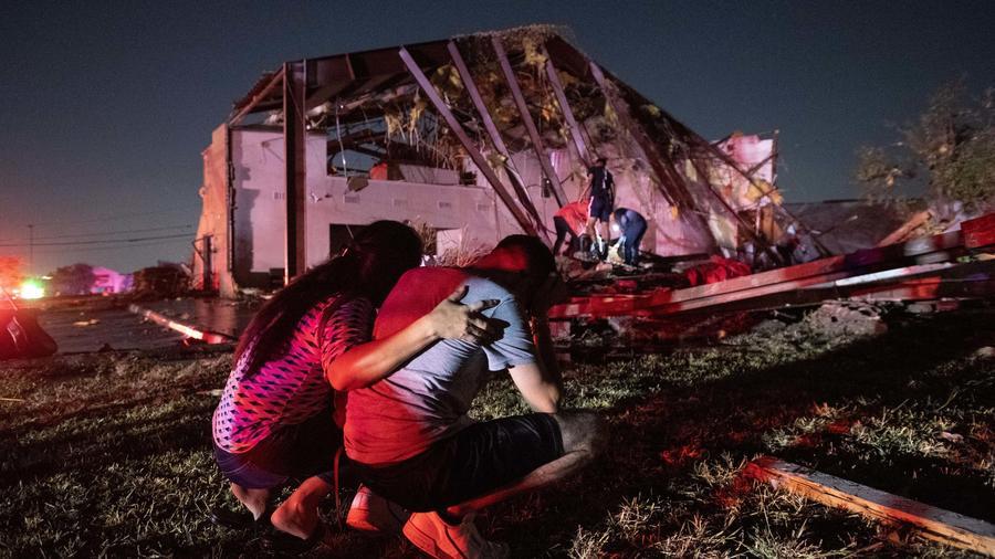 Tornado deja una estela de destrucción al tocar tierra den Dallas, Texas el 20 de octubre de 2019