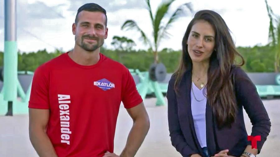 Alexander sonríe en entrevista con Jessica Cediel