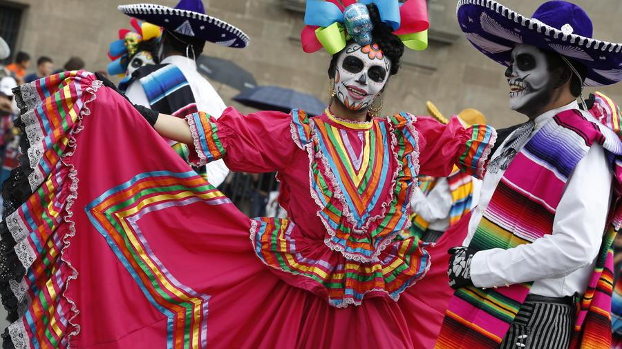 México se prepara con gran colorido para el Día de Muertos