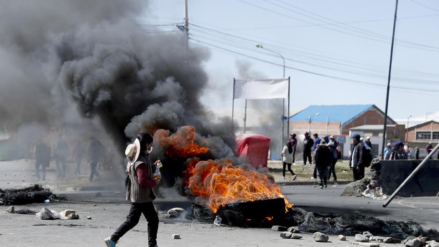 Mueren tres personas en Bolivia en las protestas entre seguidores de Evo Morales y militares