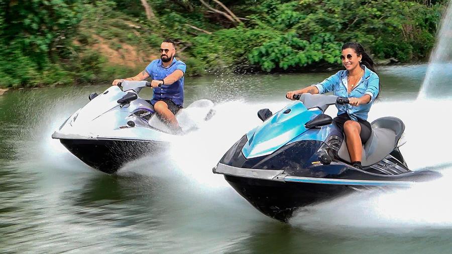Erasmo y Aelleen en moto acuática