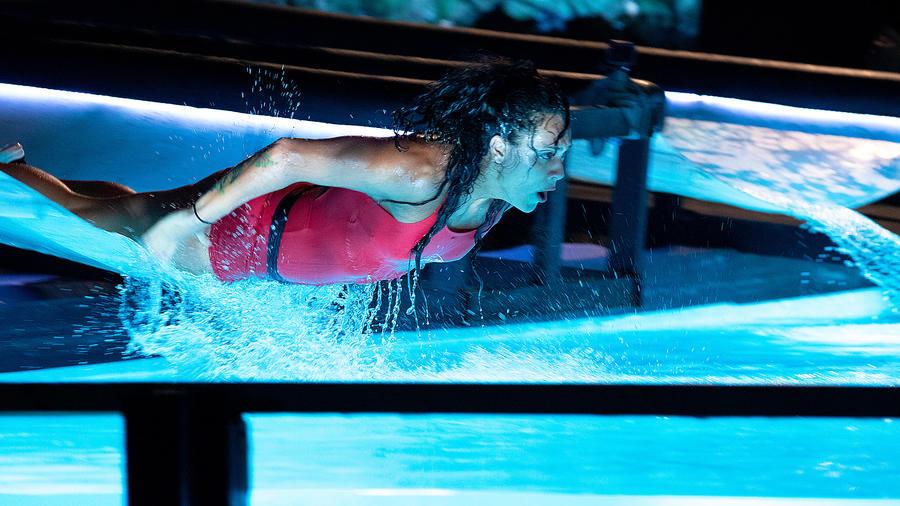 Azul Lara en el tobogán de La Mina